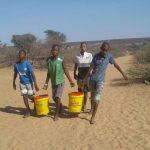 Wasser holen - ein Marsch über 1 km